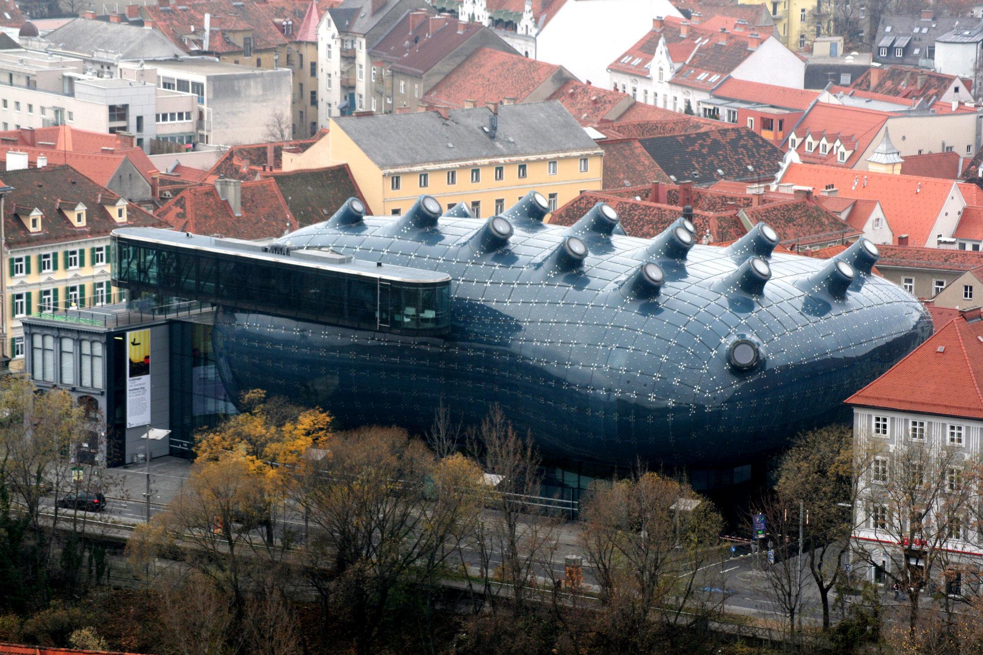 Graz_Kunsthaus_vom_Schlossberg_20061126