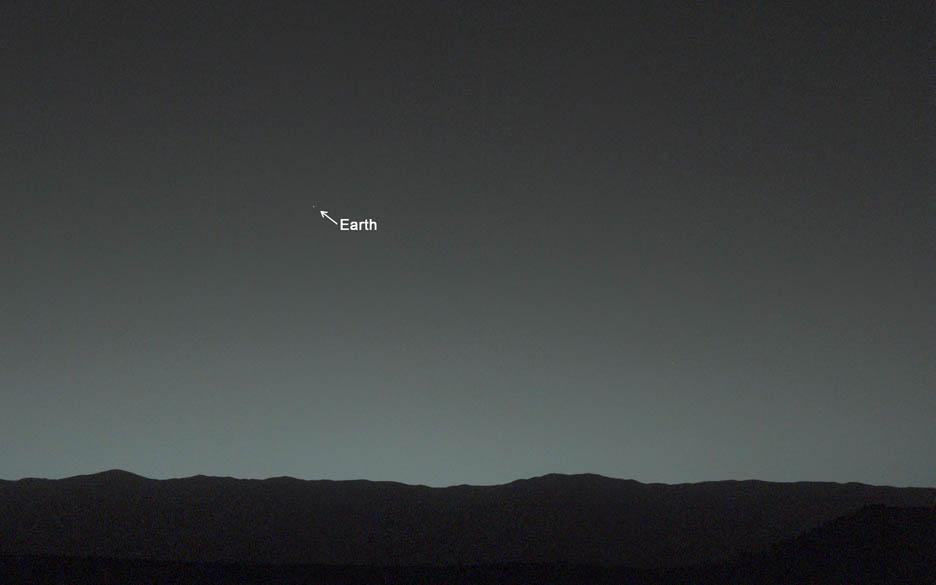 NASA'nın insansız Mars aracı Curiosity'nin çektiği dünya fotoğrafı. Seattle ve Balıkesir'i seçmek zor.