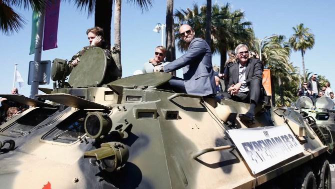 Cannes'ta tanklar başka sebepten yürüyor.