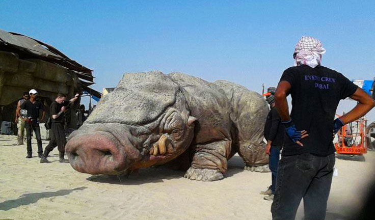 images-from-set-of-star-wars-episode-7-abu-dhabi-tatooine-alien
