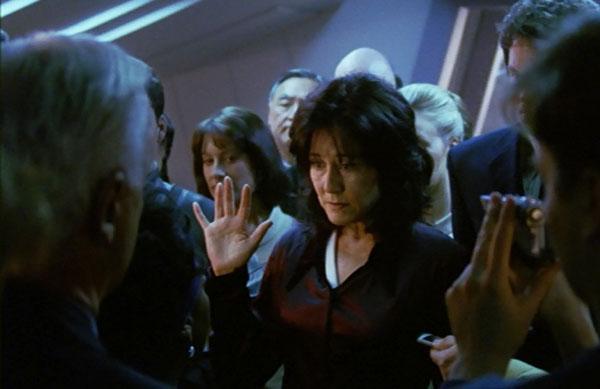battlestar-galactica-miniseries-roslin-swearing-in-as-president