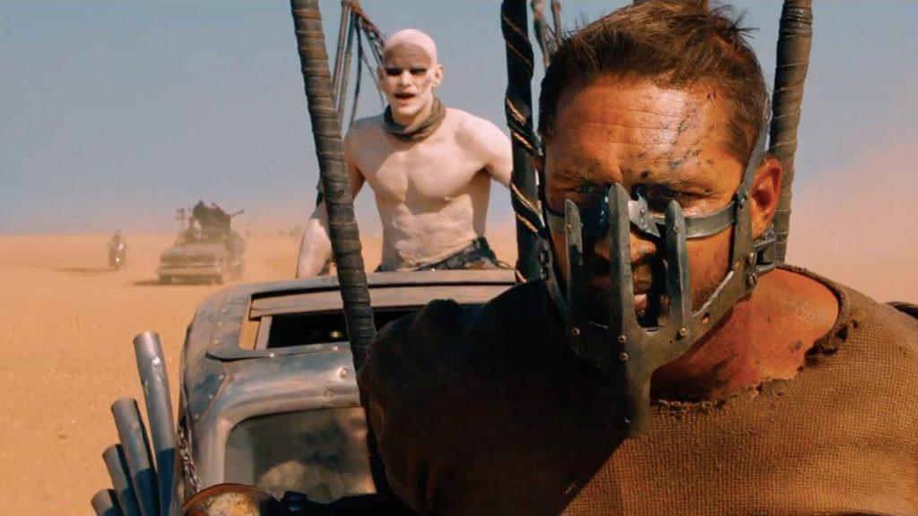 Öte yandan hiç pratik olmayan garip maskeler takmalısınız, çünkü post apokaliptik.