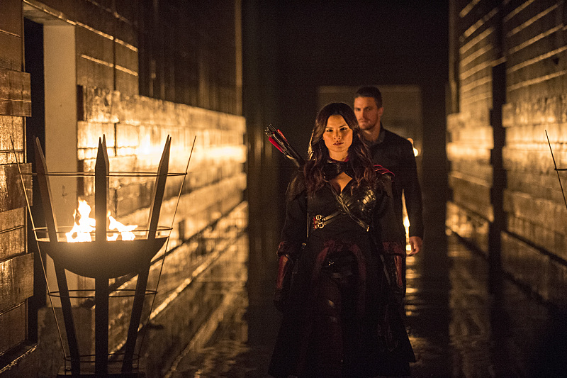Nyssa_al_Ghul_Katrina_Law_and_Oliver_Queen_Stephen_Amell-3