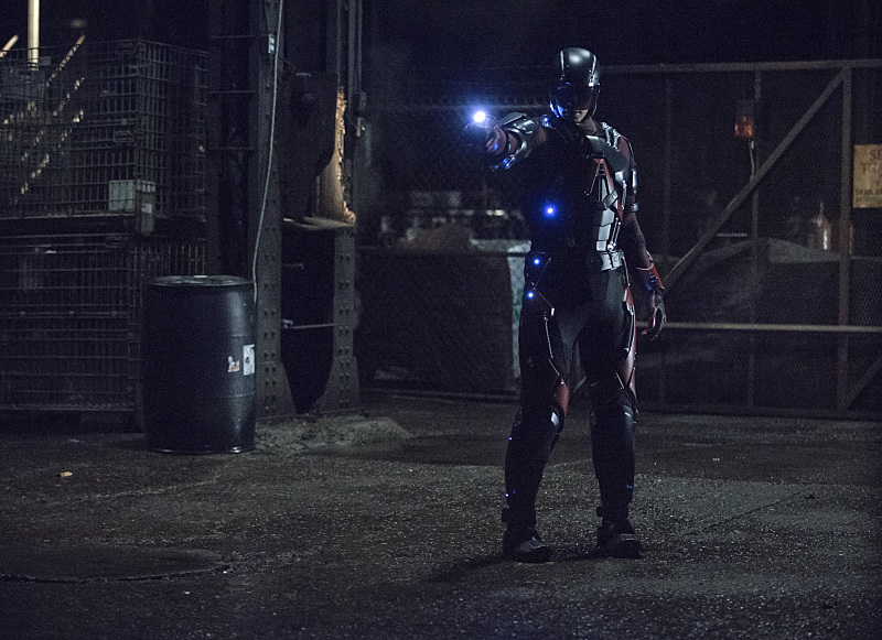 Arrow-season-3-episode-19-The-Atom