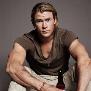 Chris-Hemsworth-Chest-and-Biceps-Size