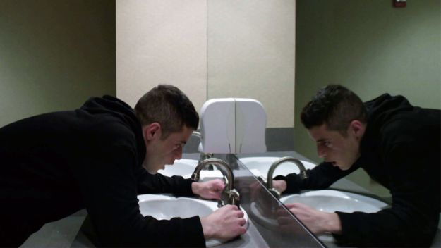 robot_mediagallery_exploits_bathroom