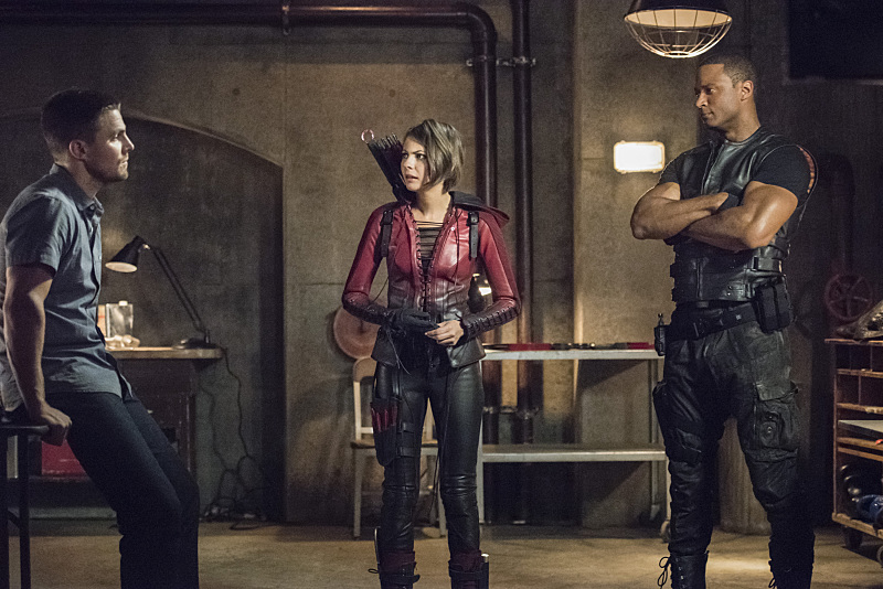 Arrow-season-4-episode-1-Oliver-Thea-Diggle