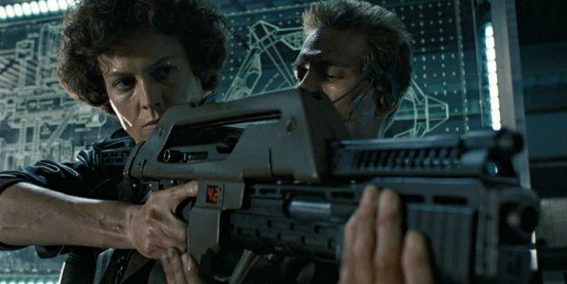 alien-5-pulse-rifle-sigourney-weaver
