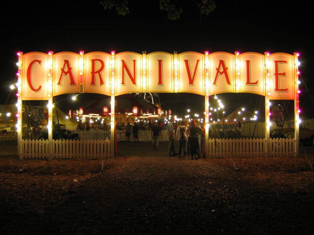 CarnivaleLuneBleueFrontGate