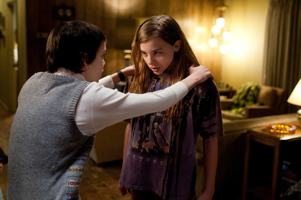 M223-df-01252r (Left to right.) Kodi Smit-McPhee and Chloë Grace Moretz stars in Overture Films' LET ME IN.