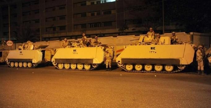 misirda-askeri-darbe-sonrasi-tanklar-sokakta-87084-850x565