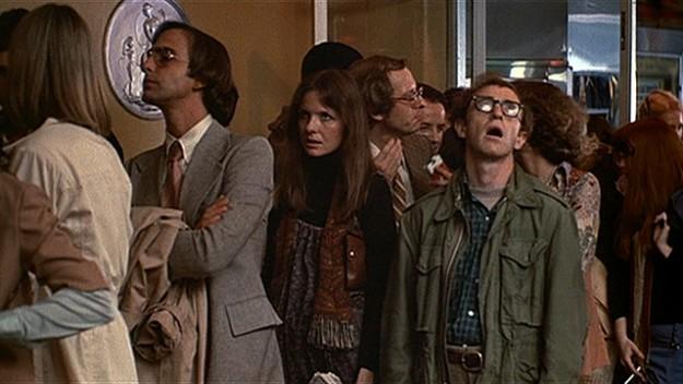 Woody Allen, Annie Hall (1977) filminde baş rol üstleniyor
