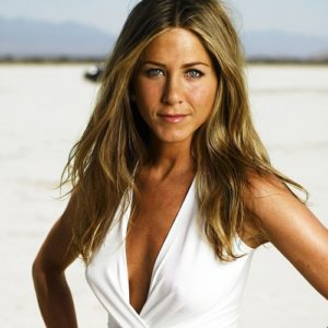 Jennifer-Aniston-Film-Needs-Males-for-Photo-Shoot