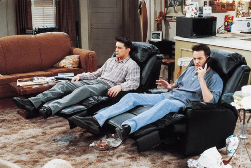 chandler-and-joey-watching-tv.